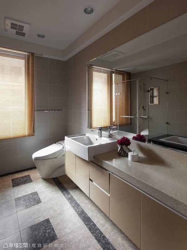 保留建商附贈的衛浴設備,僅退掉地坪與天花呼應整體風格。