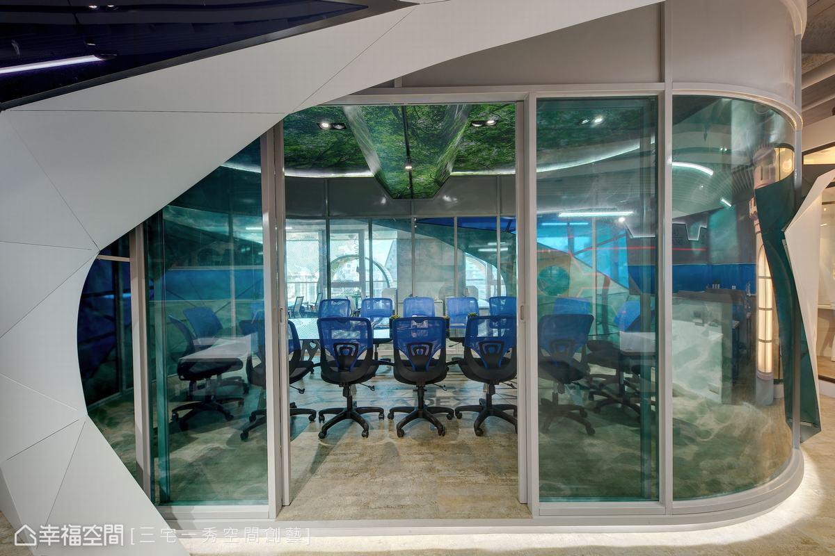 鑽石會議室通透敞明的動線與藍色水波紋玻璃貼膜,整間會議室宛如海洋般,是科技創意公司孕育想像構思的搖籃。