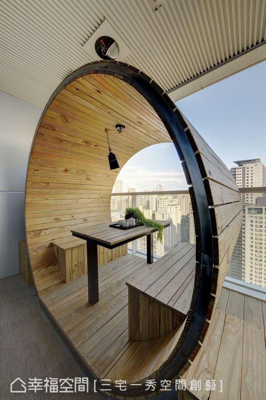 戶外的無價視野在兩個大圓形休憩會議室的座位區中表現得淋漓盡致,為陽台建構截然不同的自然氛圍。