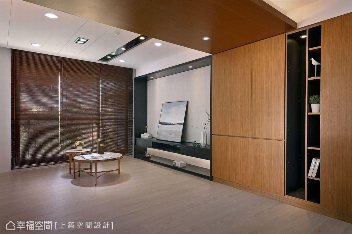 在現代風的俐落感之外,設計師魏子涵為屋主打造了兼容收納與視覺延伸的木質色系天地櫃,為空間注入溫潤生活感。