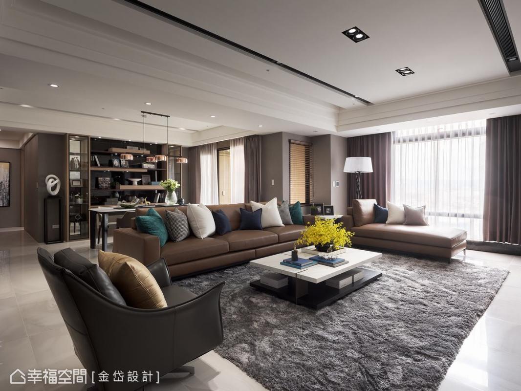 透過大片落地窗探進室內的斜陽,注入一室溫暖和煦,在品味嚴選的風格家具襯托下,構築一幅華麗優雅的居家風情。
