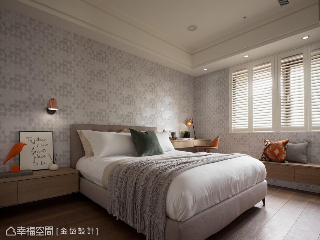 以優雅的圖騰壁紙成就女兒房素雅純粹的高雅空間,窗邊的臥榻區為生活更添愜意。