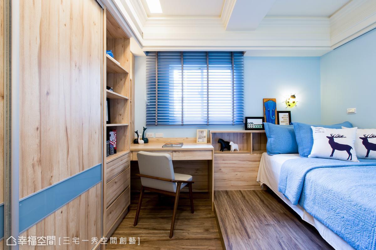 以天空藍色調做色彩主調,打造饒富童趣的兒童房,搭配原木的運用,未來可隨著孩子長大,而輕易變換軟裝即可。