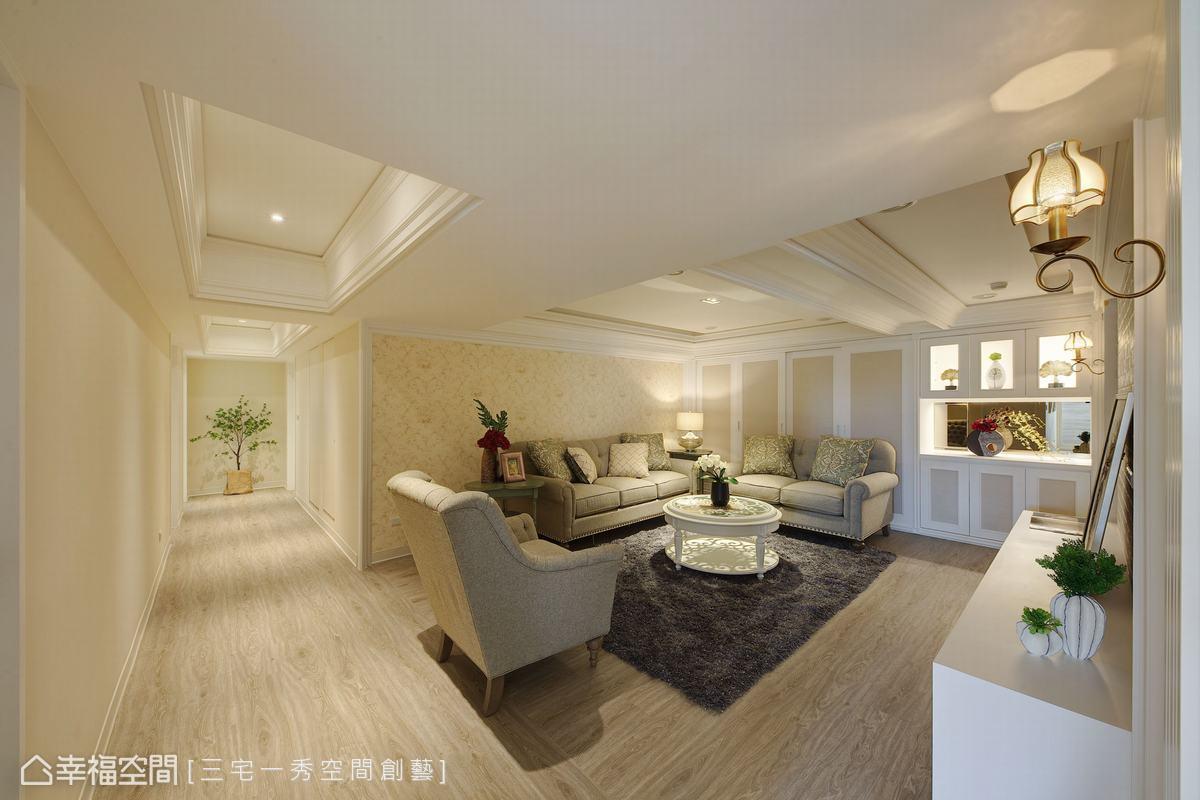 調整大而不當的空間應用,客廳接連廊道的安排,隱藏管線與梁柱配置,拉高天花,在燈光映照下,猶為敞亮雅緻。