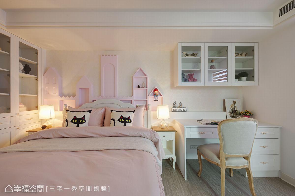 粉色調鋪排的空間,搭配幾何圖案圍塑的城堡造型床頭,勾勒出夢幻甜美的女兒房氛圍。