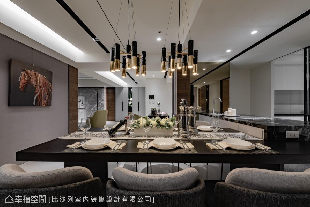 金與黑配色的餐吊燈,搭配6人長桌,盡顯貴氣與雍容感。