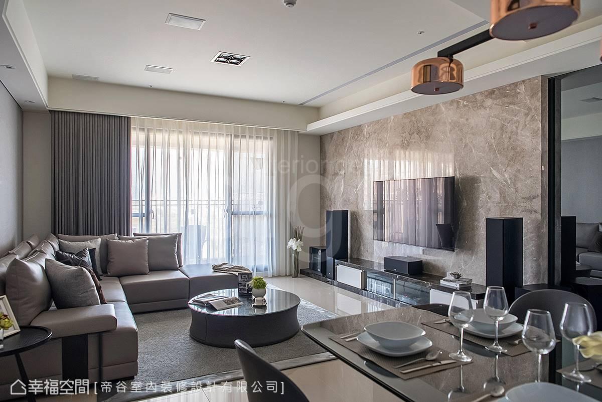 具穿透性的窗簾及細緻地毯傾注溫馨況味。