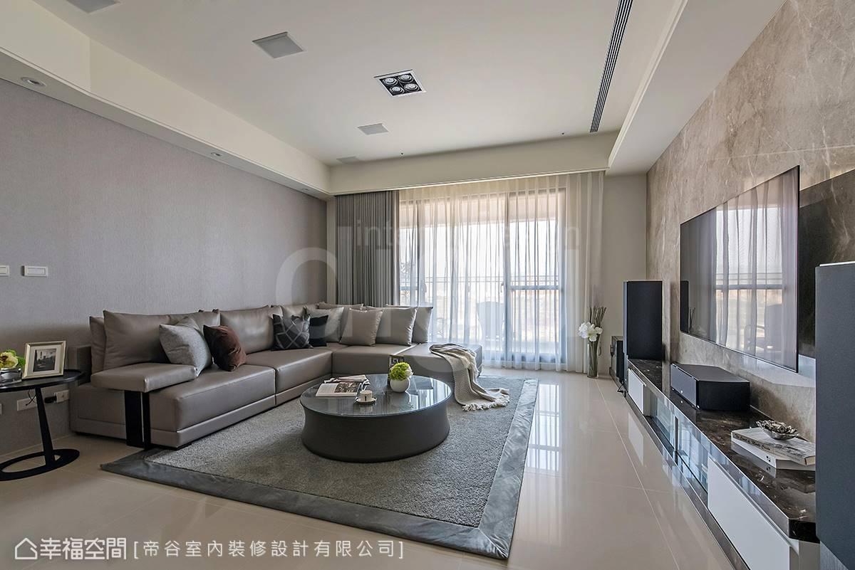 大面落地窗引入戶外美景,自然而然成為室內空間最好的裝飾。