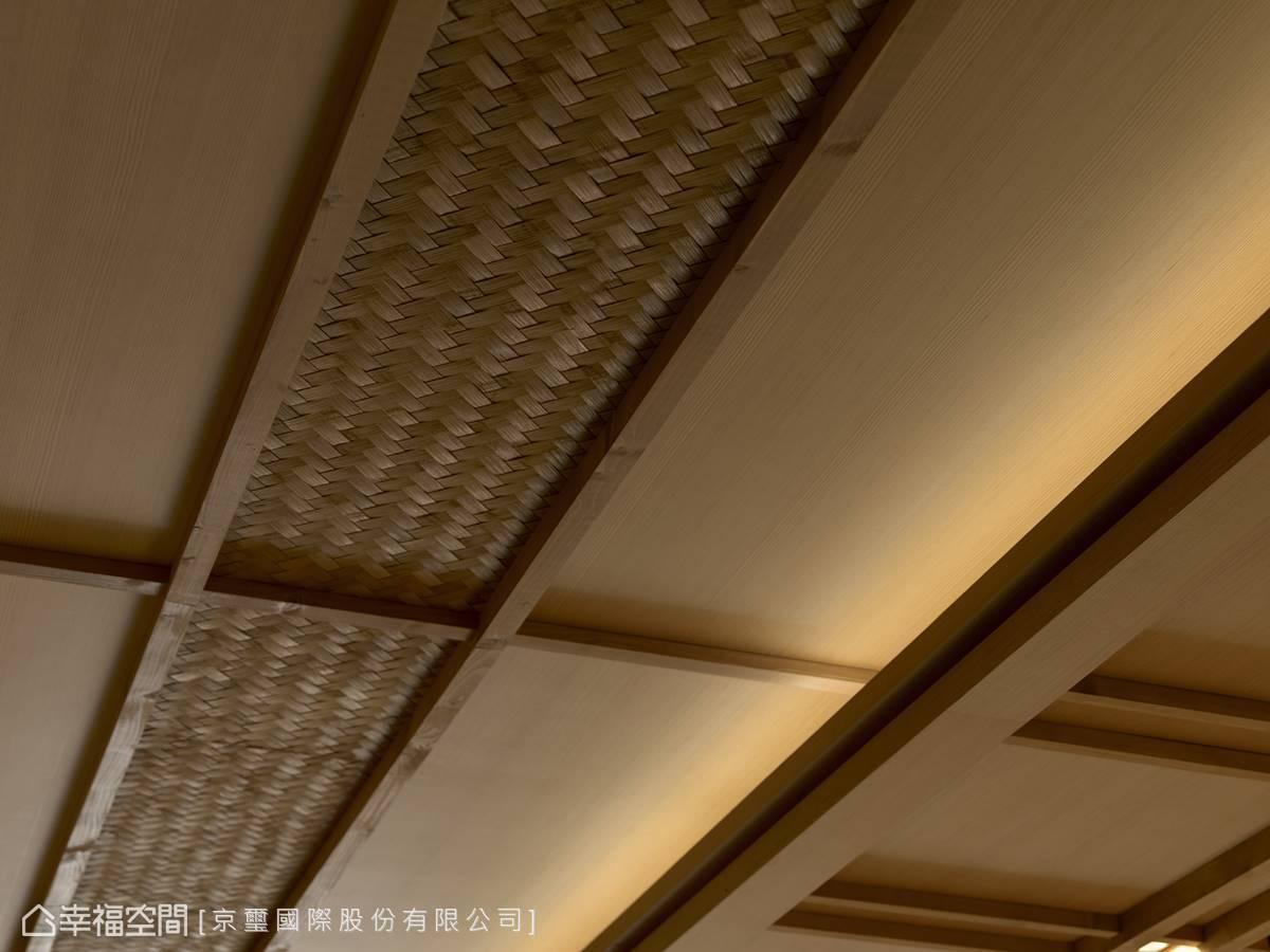天花板局部以木片編織的手法呈現,呼應富士山景的工藝手感意象。