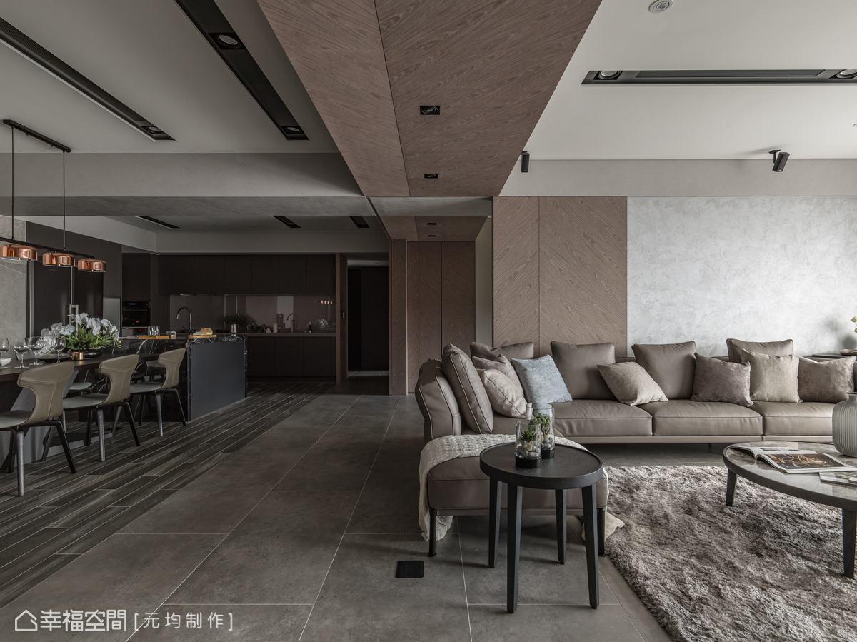 書房與客廳間以拉門分界,開啟時軸線繼續向後延伸,關閉時則能讓書房成為獨立空間,並維持空間的一致性。