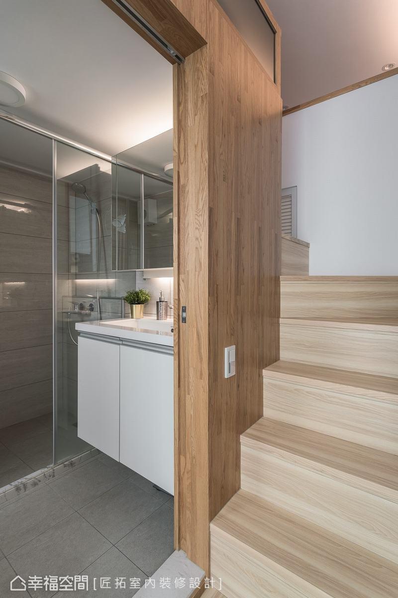 戴吉榮設計師將原本狹窄的衛浴空間往外推,爭取更綽裕的空間給使用者。