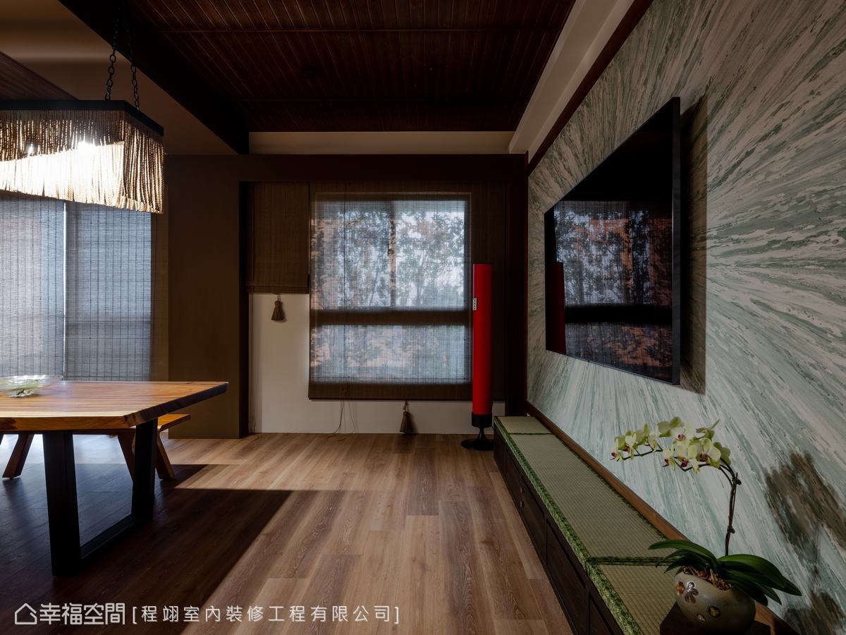 YOCICO特意挑選以東方紅為主色的空氣清淨機,增加視覺亮點,實現多功能的機能美感。
