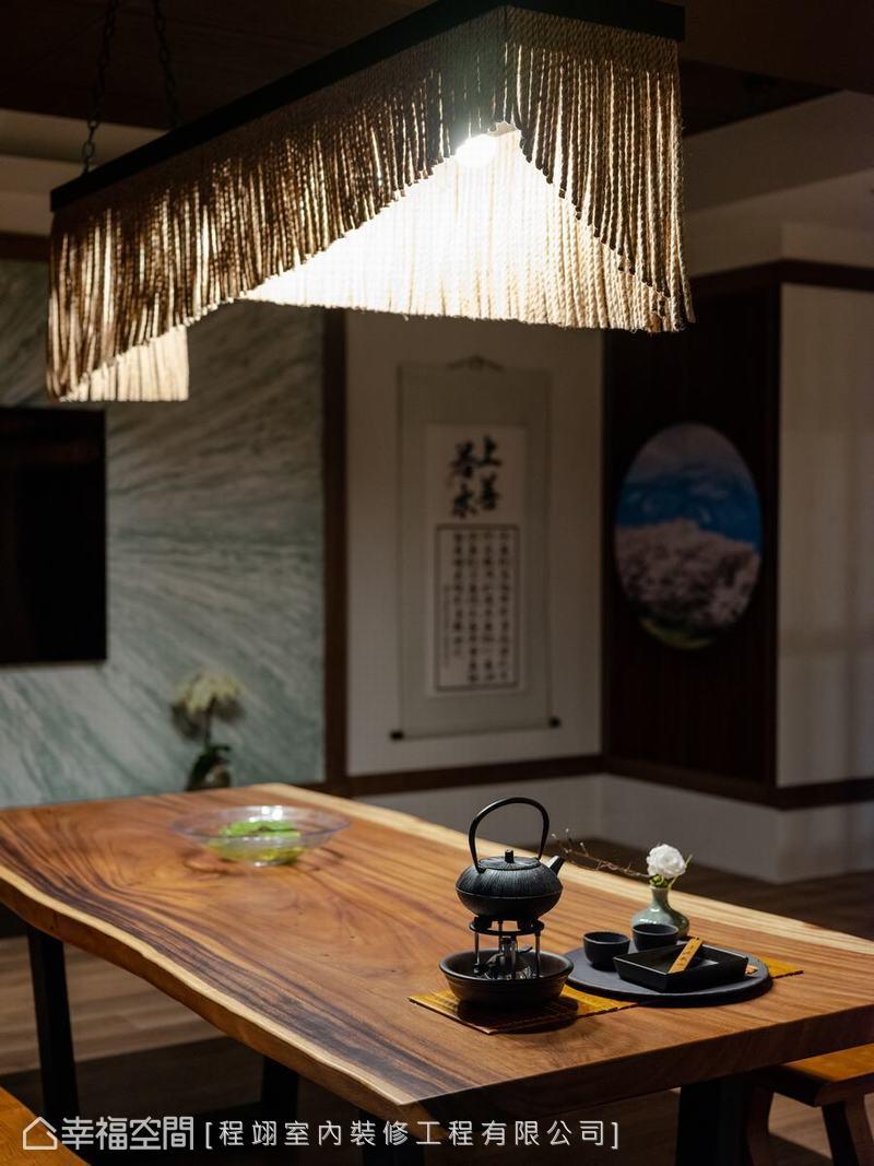 日本注連繩具有祈福的意義,YOCICO利用注連繩作為主燈,不但具象徵意象,也極具日式精神。