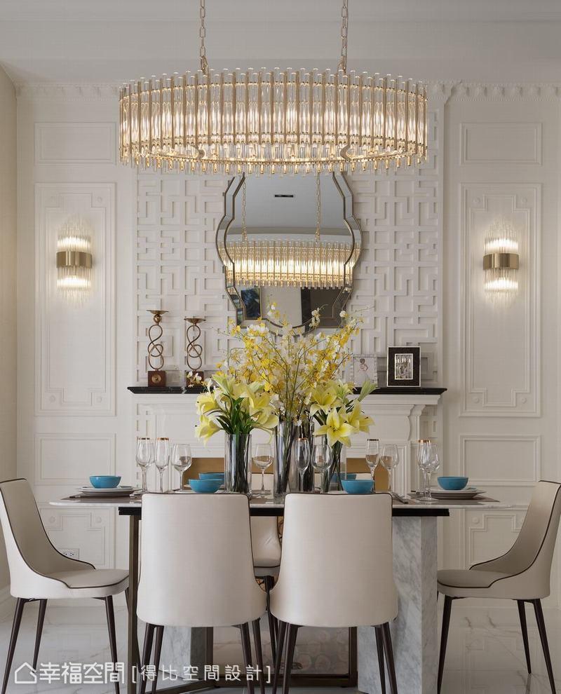 優雅的弧形鏡面反射剔透水晶燈的亮燦,彰顯出雅而不膩的奢華時尚感。