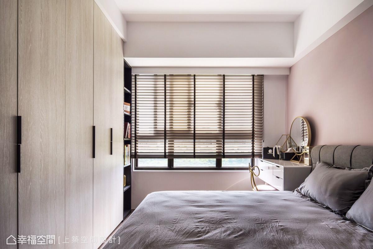 百葉窗消除陽光的熾熱,使室內光線變得柔和自然,織就愜意放鬆的睡眠環境。