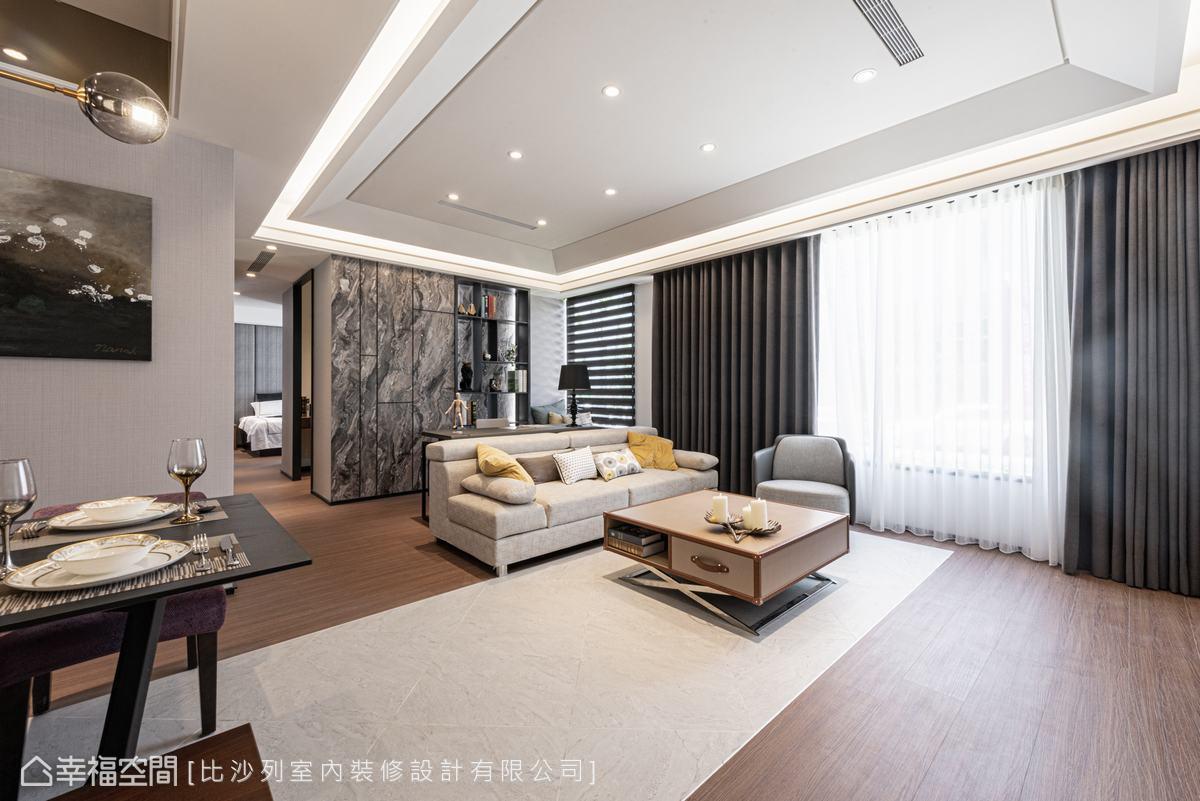以大片落地窗,將光線引進室內,讓空間明亮、清爽,營造怡人、舒適的氣氛。