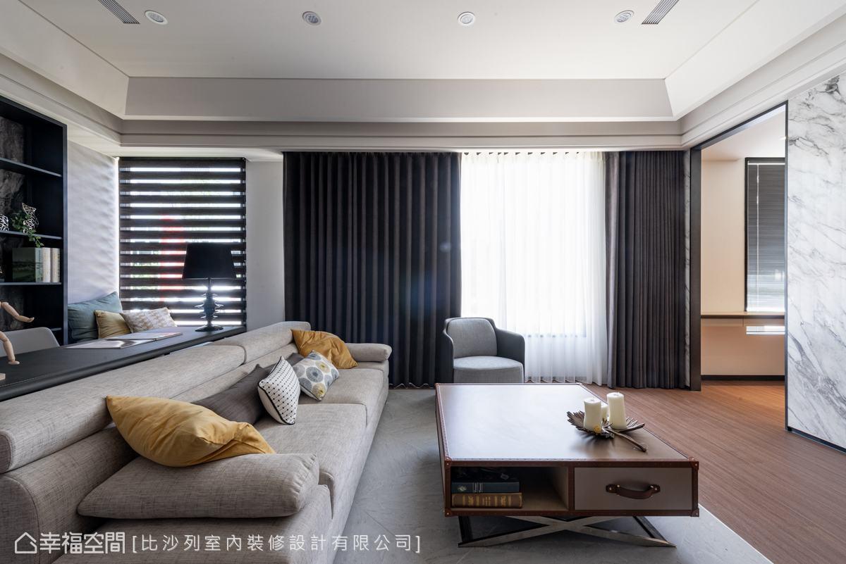 在簡潔俐落的現代線條語彙中,點綴溫潤的木質家具,烘托空間的視覺溫度。
