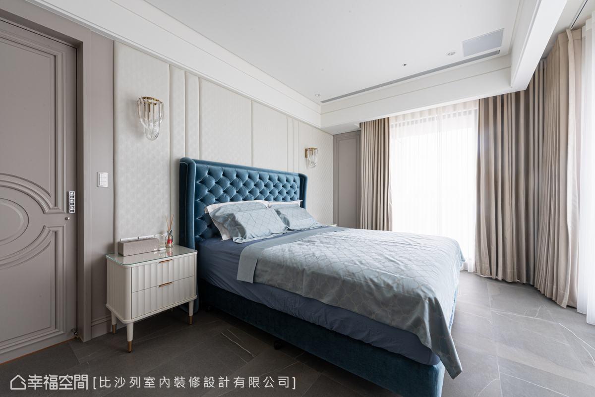利用線板、繃板及水晶壁燈,營造居住者心儀的古典風格,織構浪漫唯美的睡眠空間。