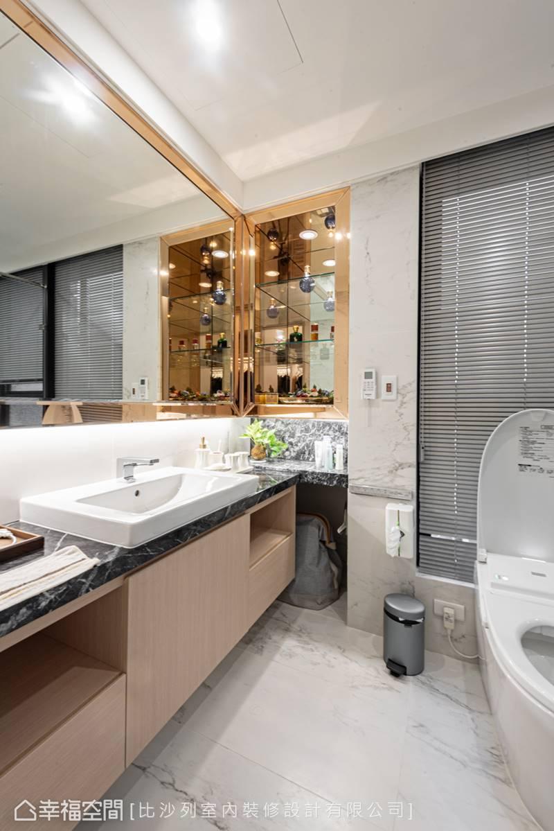 金屬與鏡面的光澤相互輝映,構畫富麗堂皇的景象,成為浴室不容忽視的視覺焦點。