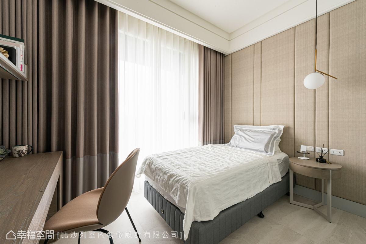 淡雅藕色與淺色木質傾注溫馨暖意,賦予使用者安心歸屬感。