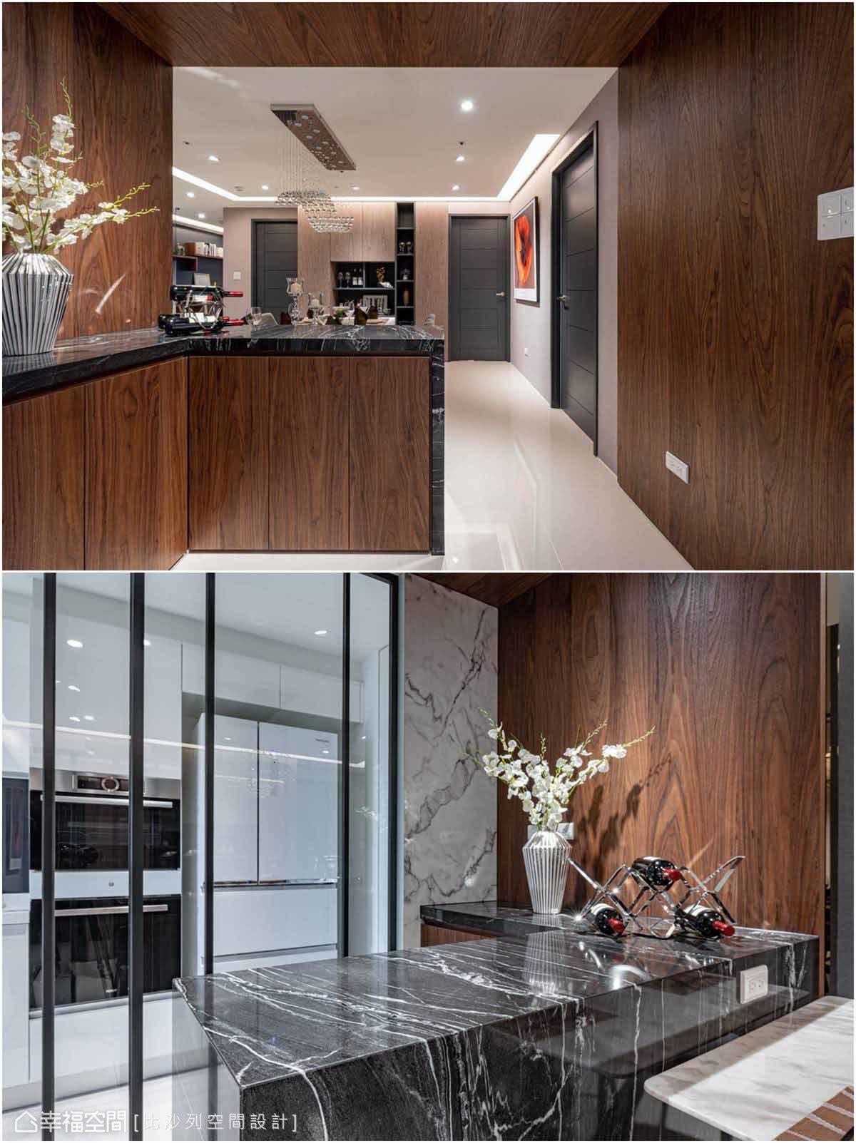 檯面選用與電視牆相同的石材,短牆面選用與沙發背牆一樣的仿石紋美耐板,彼此相互呼應,點出大宅器度。