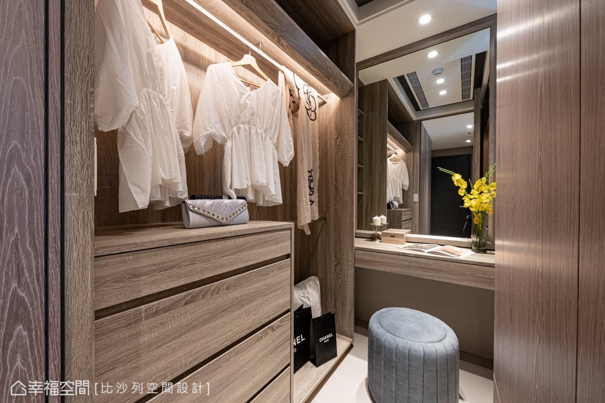 開放式及封閉式收納提供多元選擇,大面鏡子映射空間,使景深無限放大。