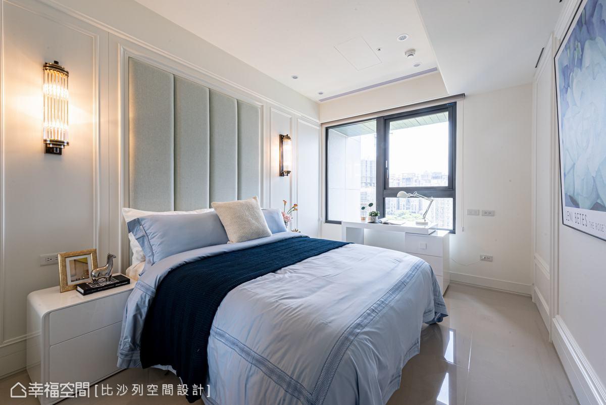 利用繃布、簡約線板及對稱格局描繪清新雅致的構圖,滿足居住者對古典風格的嚮往。