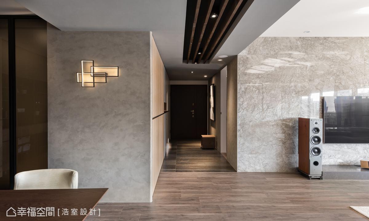以義大利手作塗料鋪敘次主牆,搭配造型壁燈,圍塑低調內斂的生活氣息。