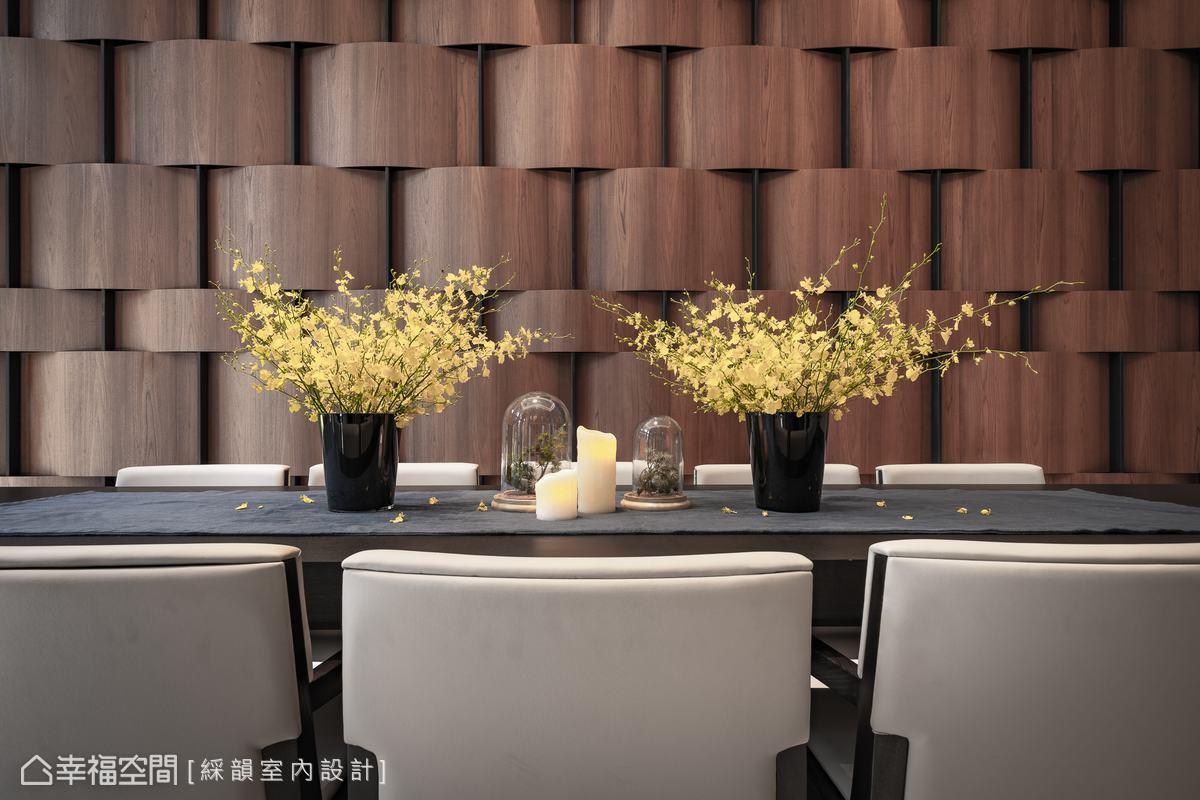 會議廳選以編織木皮工藝圍塑風雅壁面造型,交織悠閒意境與韻味。