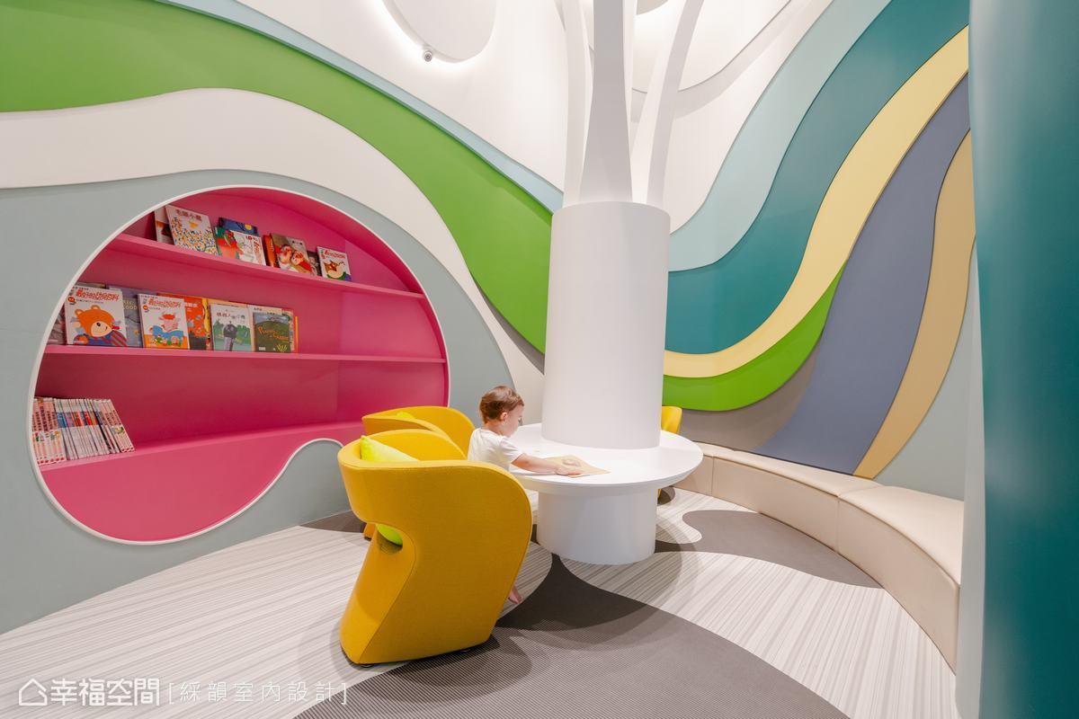 純白基底的空間,透過木作噴漆,做了多彩曲線堆疊,鋪敘空間流動感與空間奇趣視覺。