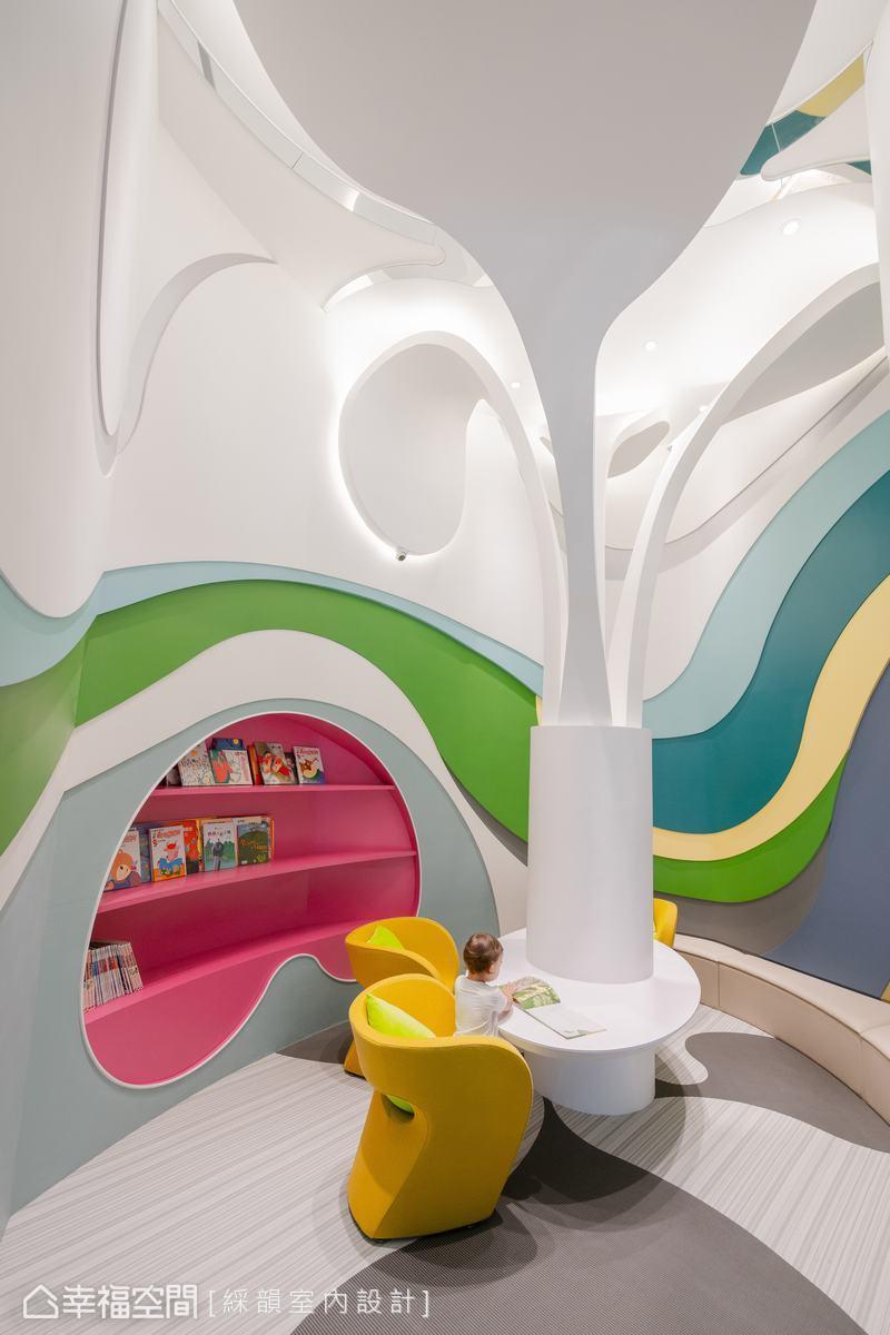 以閱讀桌為中心主幹,延展向上打造猶如小樹茁壯的概念設計,意喻孩子如小樹苗發芽、成長,抬起頭仰望就如同孩子欣喜擷取知識學問。