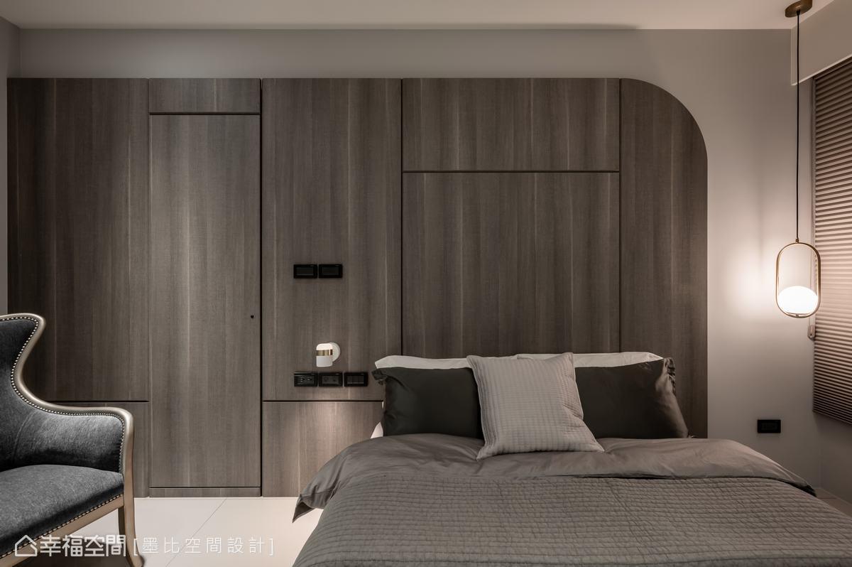 細膩地以圓角設計以及線性立面切割,勾勒主臥背牆的設計感與柔視覺。