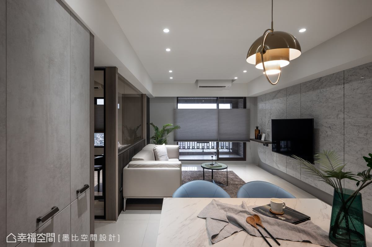 空間採光良好,搭配開放式的客餐廳空間設計,呈現清朗的空間氛圍。