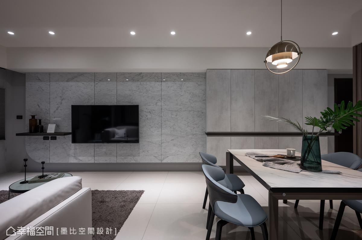 卡拉拉白大理石鋪排的電視牆面,呈現恢弘氣度與質感,黎博堯設計師並將「圓」的意念融入其中,圓角造型設計突顯圓融意涵。