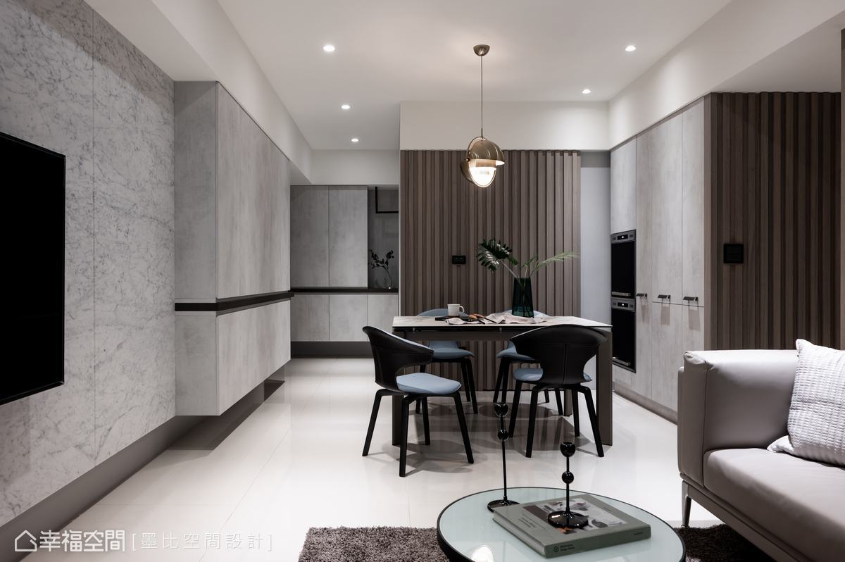 輕淺灰白色鋪敘的現代感空間裡,妝點木格柵材質,增添了空間溫潤質感。
