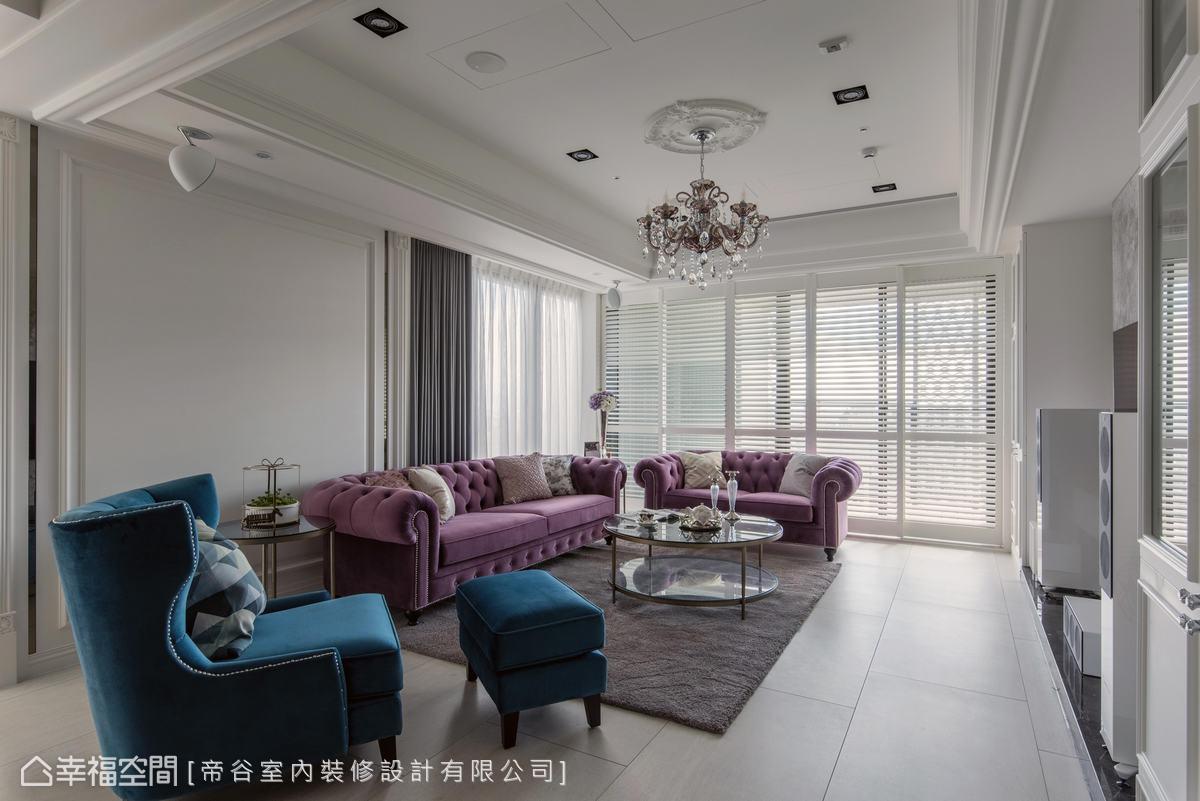 木百葉窗篩入自然柔光,型塑清透空氣感,也挹注了和煦暖意。