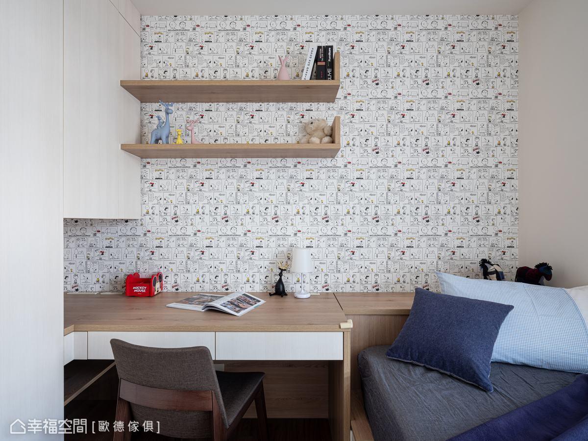 將衣櫃與書桌機能合而為一,訂製連成一氣的床頭櫃與可收納床架,有效運用臥房空間,更顯俐落清爽。