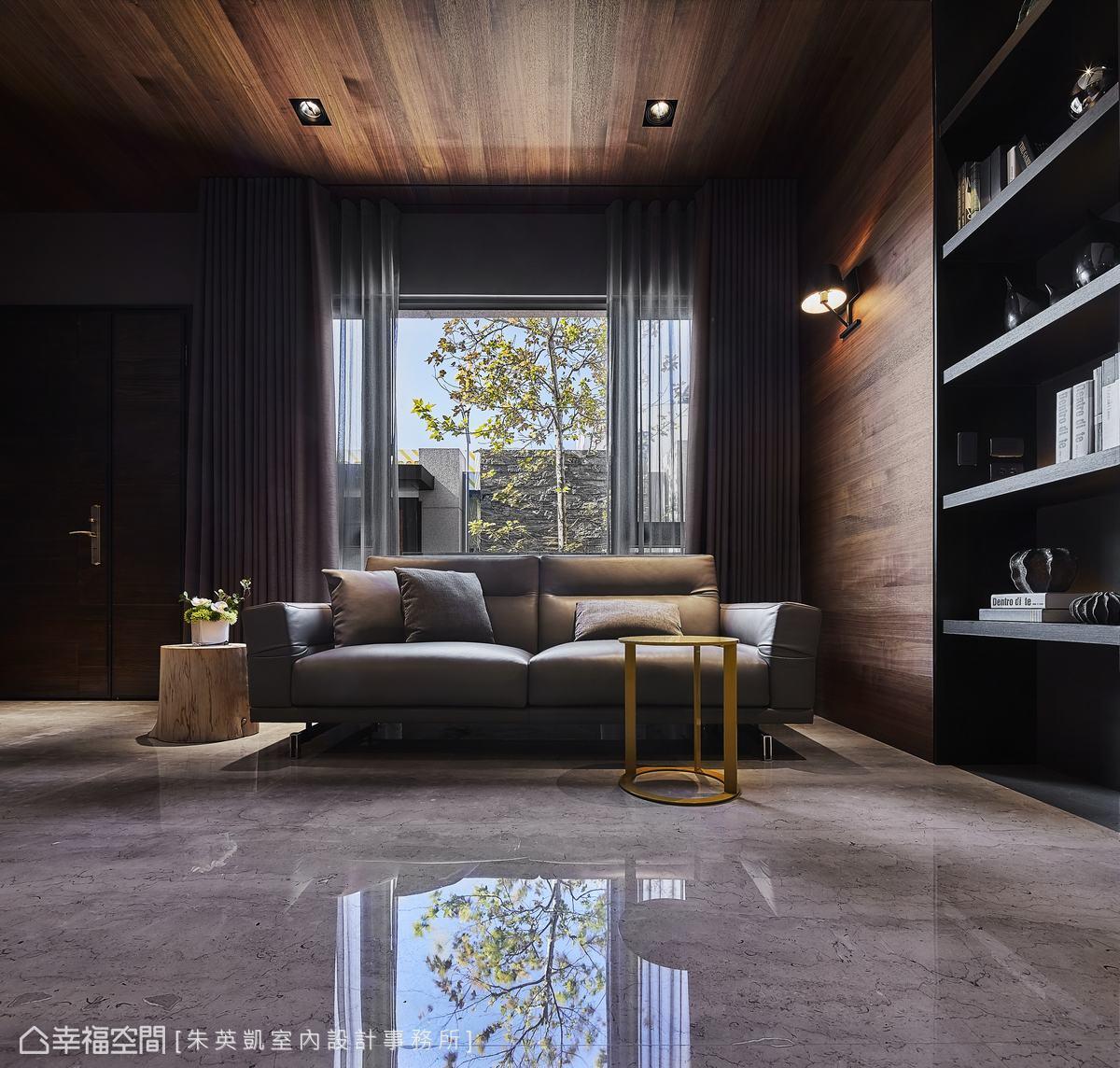一扇窗就是一幅畫,將日夜更迭延攬入室,譜寫成日常即景。