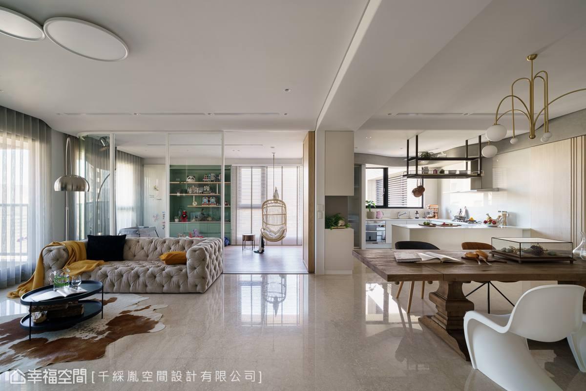 所有軟裝擺飾皆為女主人親自採購,再經由李千惠設計師以專業角度排列組合出最佳配置方案,完美轉譯屋主想要的夢想居家。