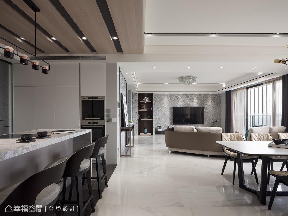 吧台檯面選用好清潔的進口賽麗石,吧台下方配有紅酒櫃,側面則規劃了電器櫃與冰箱,不僅美觀也富有實用機能。