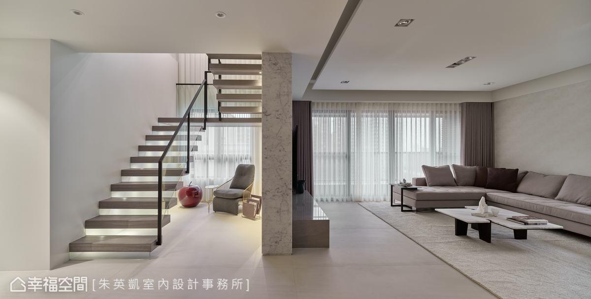 朱英凱設計師將原本陰暗的樓梯間改為通透輕盈感階梯,迎入窗外光線,替室內挹注生命力。