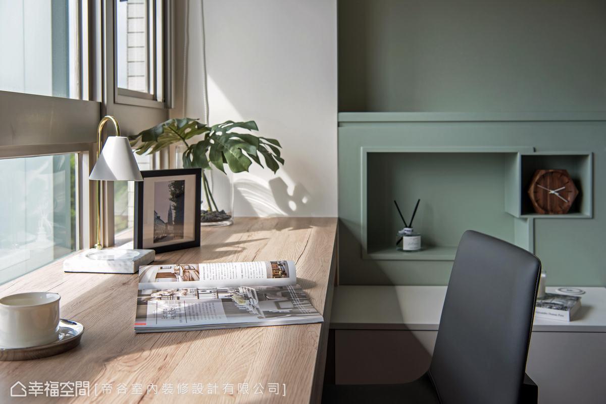 柔嫩的淺綠色挹注清新雅致感受,當中貼心刻鑿出收納空間,提升生活便利性。