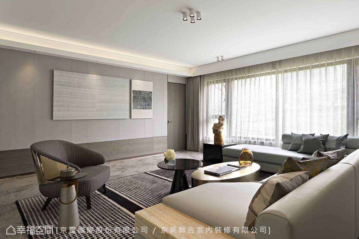 天花採用溝縫設計與壁面線條互相呼應、對流,構築純淨俐落的現代美感。