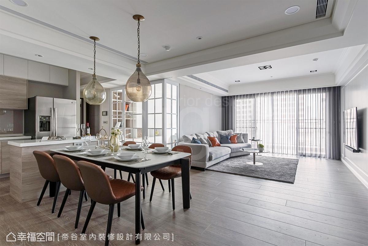 空間方正並串連客餐廚場域,巧妙以梁柱天花界定功能,讓公領域寬廣且輪廓清晰。