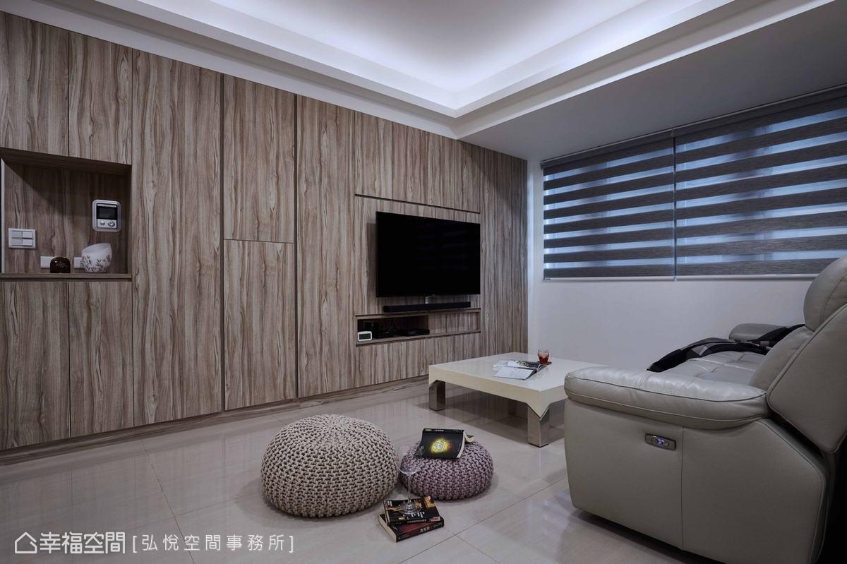 為避免單一色系過於呆板,設計師利用鏤空展示檯面、櫃門溝縫穿插其中,增加變化性。
