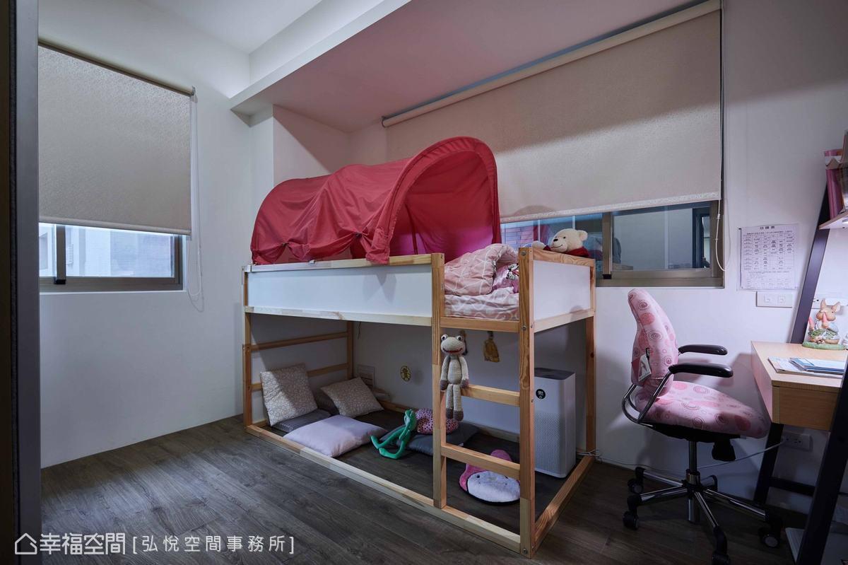 兒童房機能單純,配置上下舖增加坪效運用,也有自己的書桌方便溫習功課。
