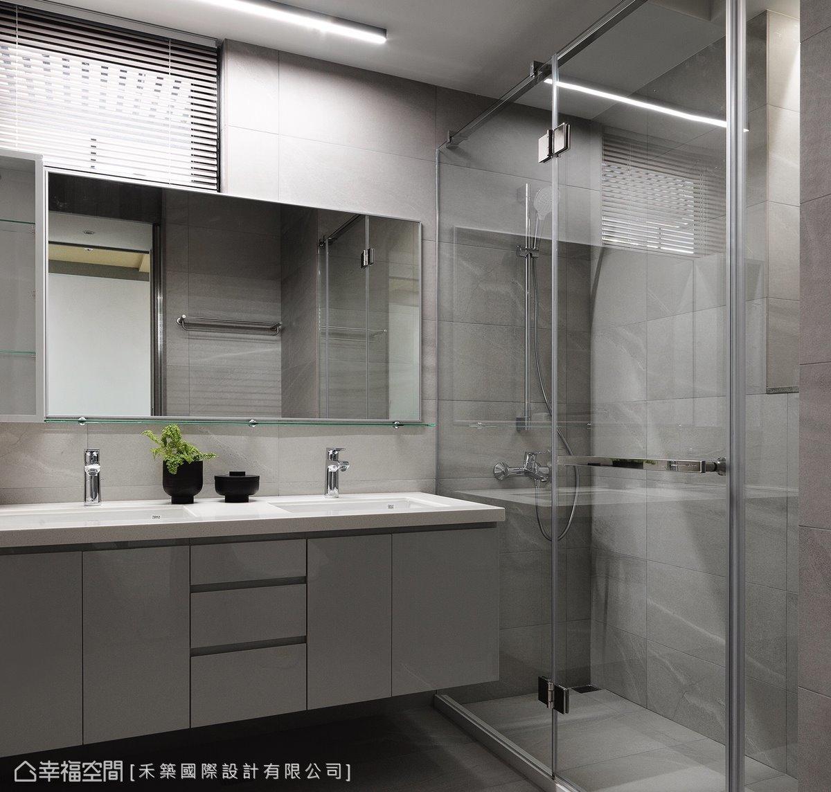 取消一間衛浴,擴展現有客衛浴空間,並規劃備品櫃、雙洗手台以供兩姊妹同時使用,提升彼此親密感。