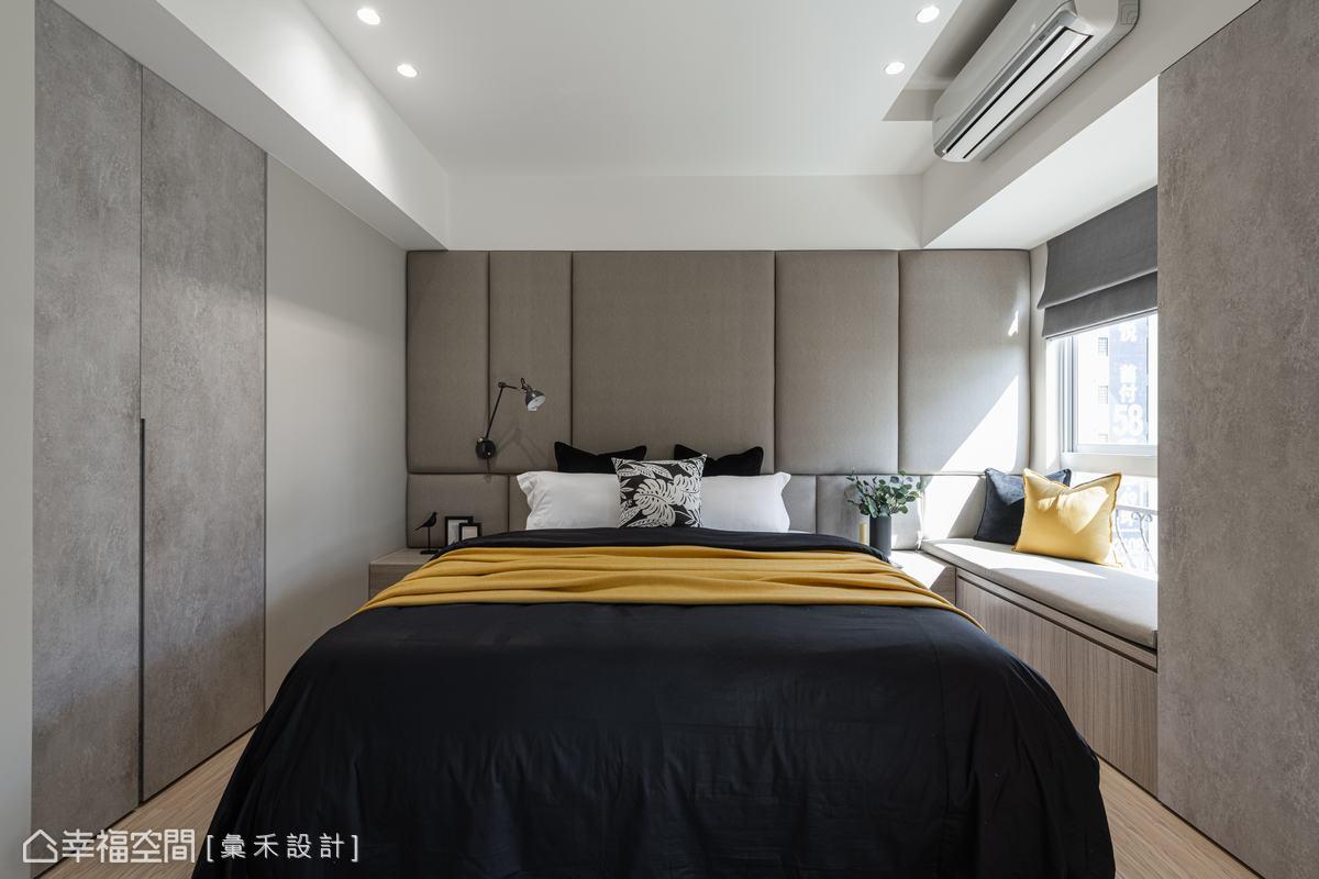 繃布床頭背牆在木質烘托下顯得柔軟而優雅,輕巧點出精品飯店的微奢華質感。