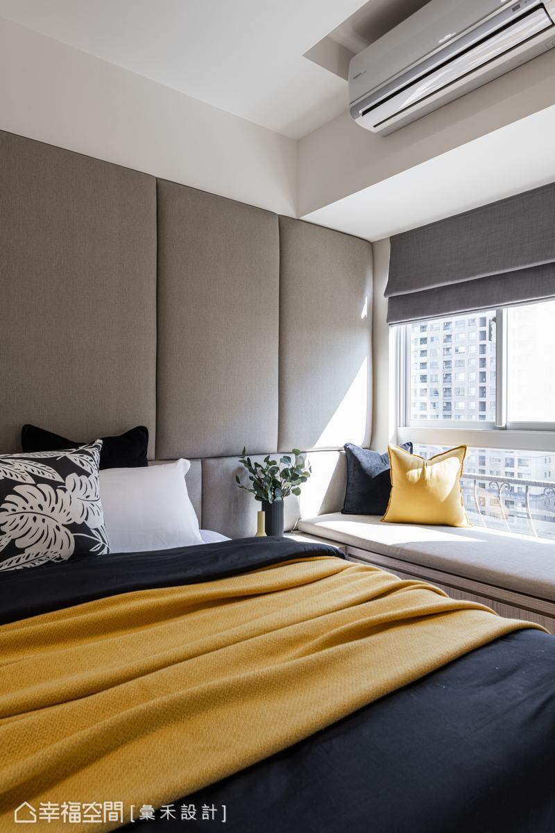 窗邊臥榻不僅可作為休息放空的舒適角落,更提升了室內的收納容積。