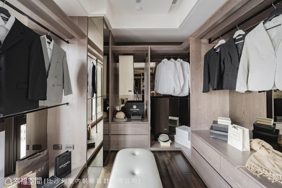 格局調整後,寬敞的更衣室可以收納大量衣物,並且有充足的自然光,機能完善。